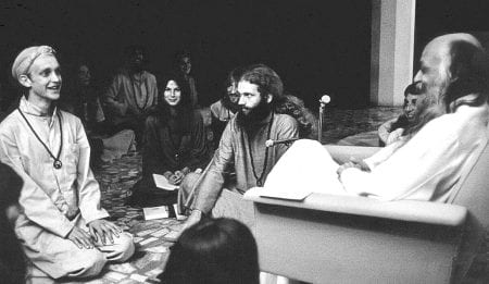 Bhagwan Shree Rajneesh and disciples in darshan at Poona in 1977